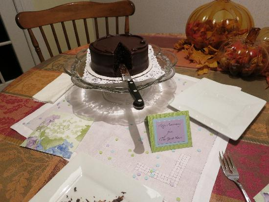 The Guest House Bed & Breakfast : Chocolate anniversary cake from the hosts!