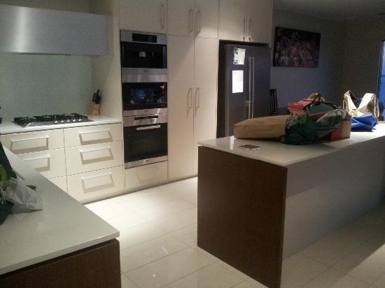 One30 Esplanade: Kitchen Area