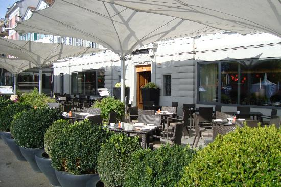 Angleterre & Residence Hotel: Front Terrace