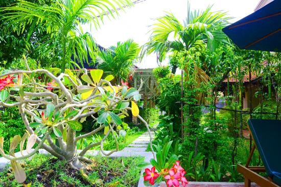La Magnolia d'Angkor Boutique: Tropical Garden