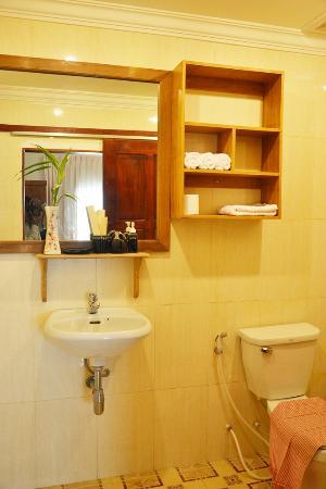 La Magnolia d'Angkor Boutique: Lovely Bathroom