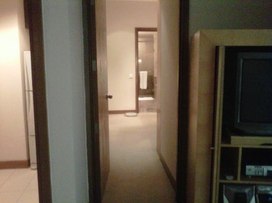แอสคอตต์ กัวลาลัมเปอร์: Hallway to the bathroom