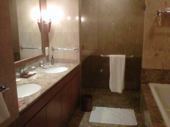 Ascott Kuala Lumpur: Bathroom