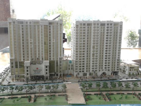 Kinta Riverfront Hotel & Suites: Model of hotel and serviced apartments- dusty.