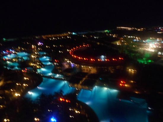 Royal Wings Hotel: view by night
