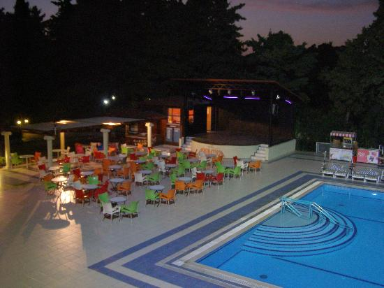 Luana Hotels Santa Maria : pool & stage area