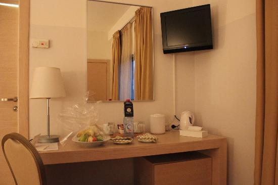 Legacy Hotel: corbeille de fruits et bouteille d'eau offertes !