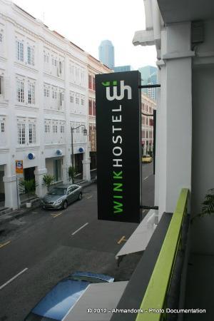 Wink Capsule Hostel: Wink Hostel - Tampak dari depan