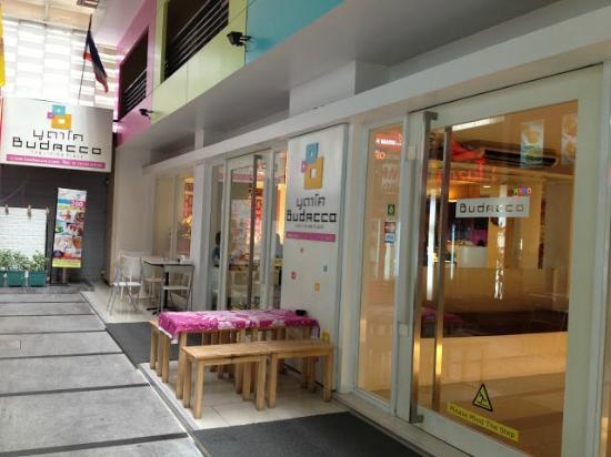 The entrance of Budacco Hotel