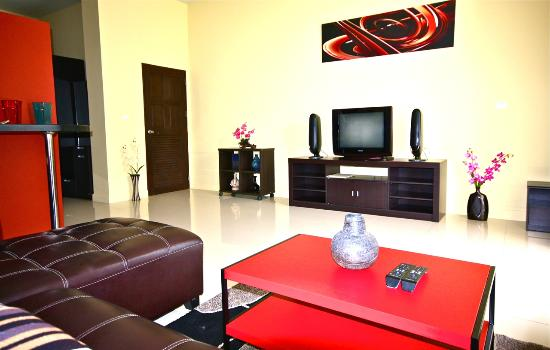 Villareal Heights: Studio Flat TV and DVD surround system