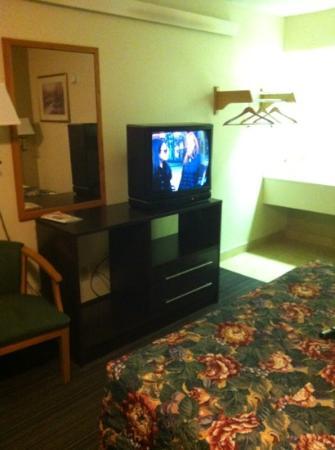 Motel 6 Charlotte NC Airport: small room