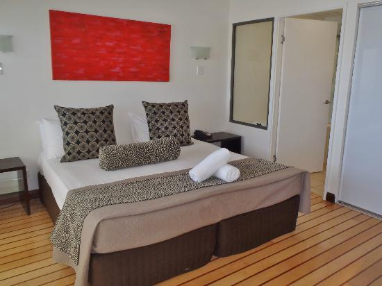 Mantra Boathouse Apartments: Main Bedroom