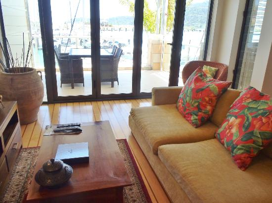 Mantra Boathouse Apartments: Lounge room