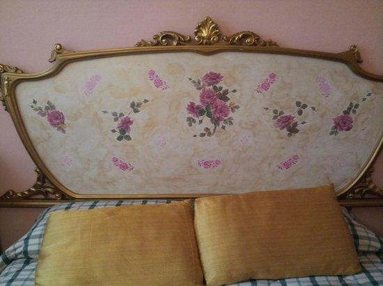 Hotel Bellavista: particolare della testiera del letto