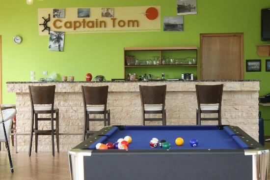 Captain Tom Apartments: Poolbar