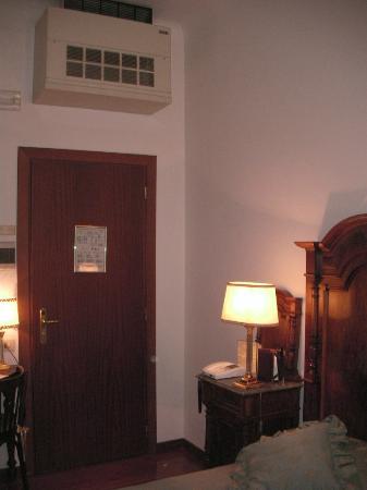 Antica Locanda Leonardo: Room with split ac