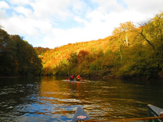 Monmouth Canoe and Activity Centre: beautiful autumn scenery down the River Wye