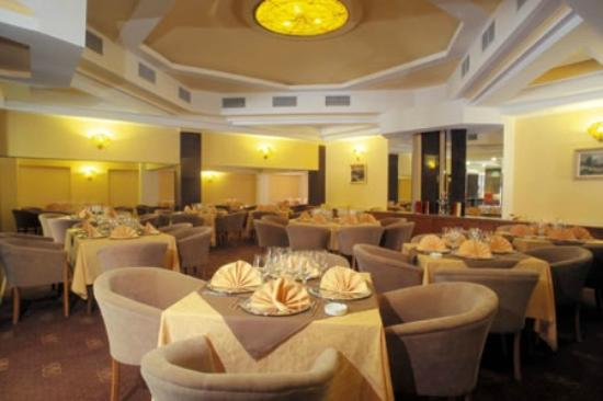 Crystal Palace Hotel: Choral Restaurant
