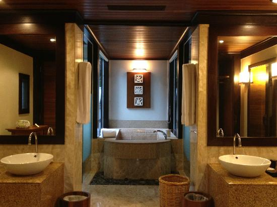hill villa tub (some are outdoor bathtubs) - picture of pangkor laut