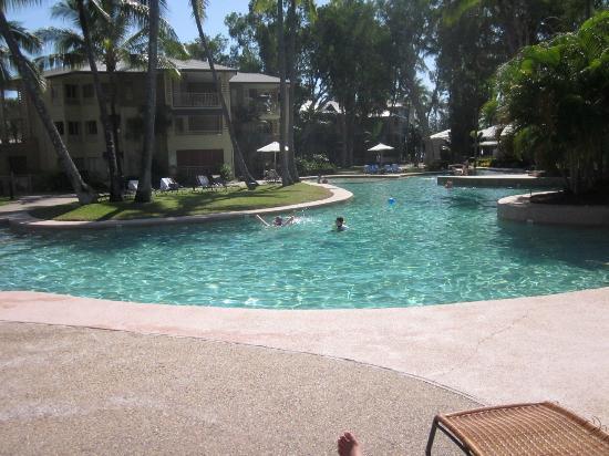 Mantra Amphora: Pool area