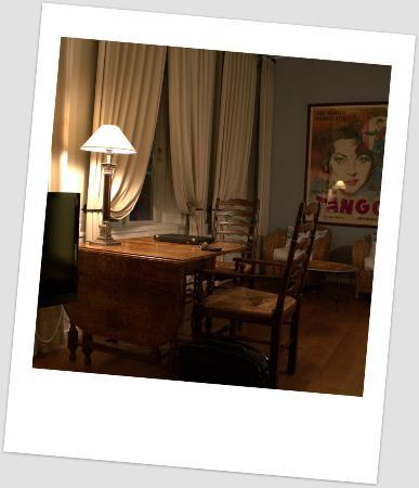 Villa Provence : Godt bord og hyggelige lænestole
