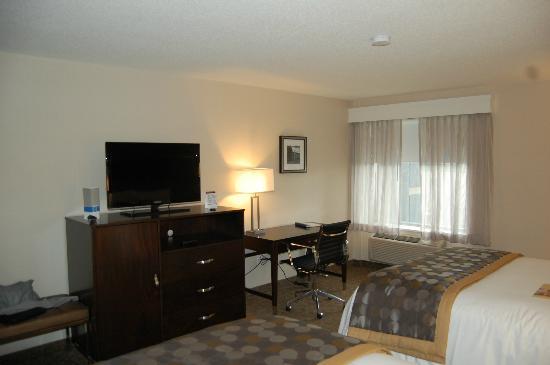 Wyndham Garden Niagara Falls Fallsview: Tv, Minibar y Vistas