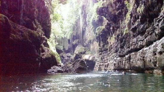 Cukang Taneuh: green canyon