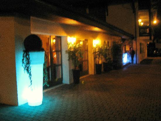 Hotel Zum Postillion: Eingangsbereich am Abend