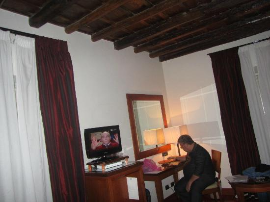 Hotel delle Nazioni: I with my tablet in the room