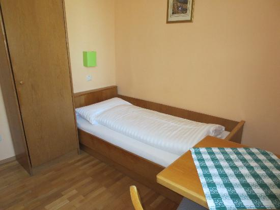 Pension Jahn: Single room, wc&shower on a floor