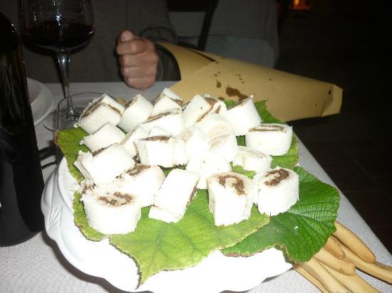 La Culla di Bacco: Маленькие рулетики с трюфелем