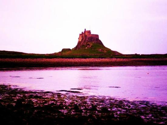 Lindisfarne Hotel: View of Castle
