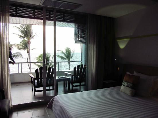 Baboona BeachFront Living: Balcony from inside the room