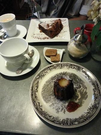 A.M. Sweet Tea Room : moelleux au chocolat and canelé bordelais
