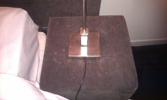 Pol Hotel : Filthy bedside table