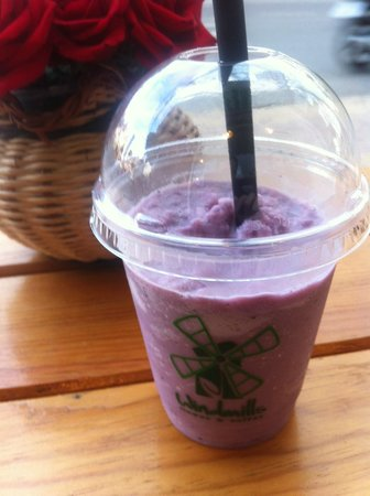 Windmills Cafe: Blueberry Shake