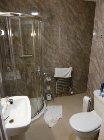 Strathness House: Bathroom in room 6