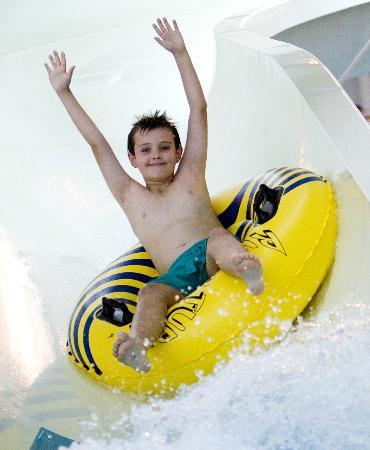 Guildford Spectrum Leisure Complex: Kids love the flumes!