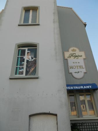 Hotel Regina : Trompe l'oeil effect on hotel wall!