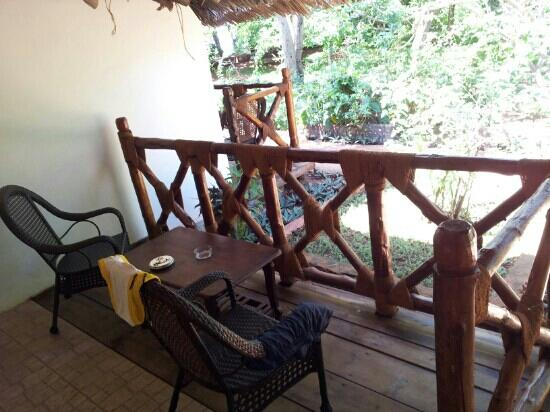 LangiLangi Beach Bungalows Cafe: Garden view Room Veranda
