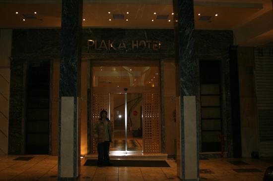 Plaka Hotel: entrada del hotel