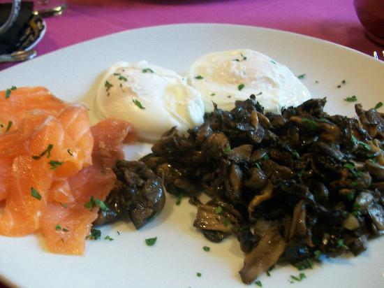 Russian Tea Room: Poached eggs, smoked salmon and mushroom breakfast