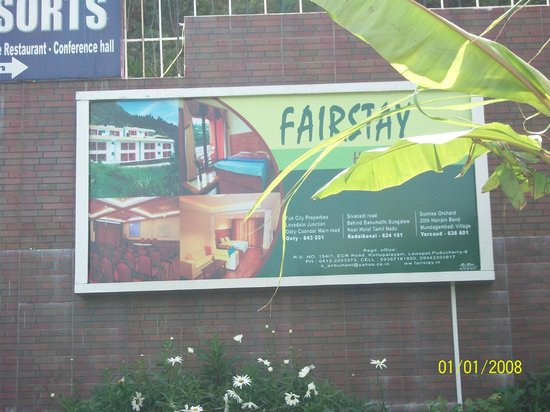 Fairstay Holiday Resort: The Frontboard