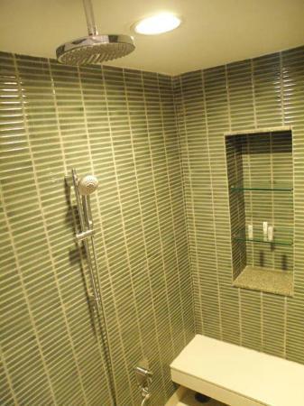Le Meridien Chiang Rai Resort: Shower
