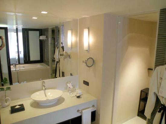 เลอ เมอริเดียน เชียงราย รีสอร์ท: Bathroom