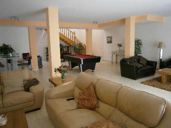 Vista Lobos Villas: Huge beautiful lounge