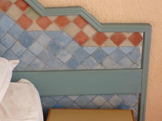 Chems Le Tazarkount: Handarbeit Bett