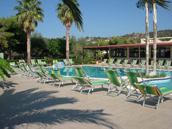 Hotel Residence Sciaron: Pool area