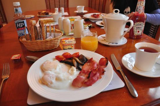 Ross Villa B&B: Breakfast