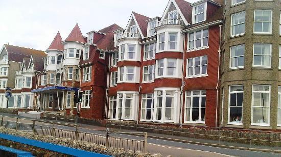 BEST WESTERN Hotel Bristol: View of hotel's front